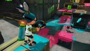 Squid kid strzelający z Splash-O-Matic, widok z tyłu.